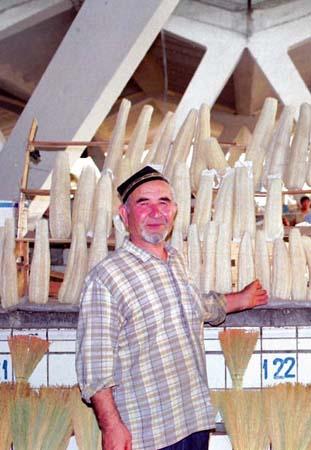 ウズベクのバザールで売られていたヘチマ