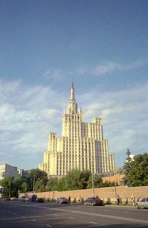 クードゥリンスカヤ広場の高層アパート