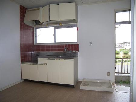 改装前:アパートのキッチン
